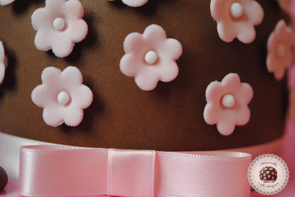 tarta-primavera-logo-mericakes-mericakes-tarta-sugarcraft-cake-sugarflowers-barcelona-cake-decorating-tartas-decoradas-nata-con-fresas