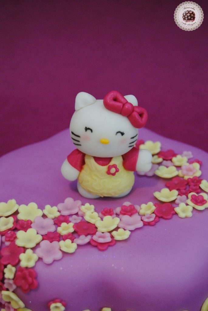 tarta-hello-kitty-flores-fondant-barcelona