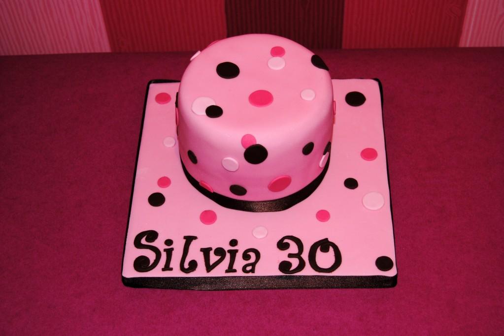 Tarta-fondant-barcelona-topos-chocolate-frambuesa-rosa-cumpleaños-.-1023x683