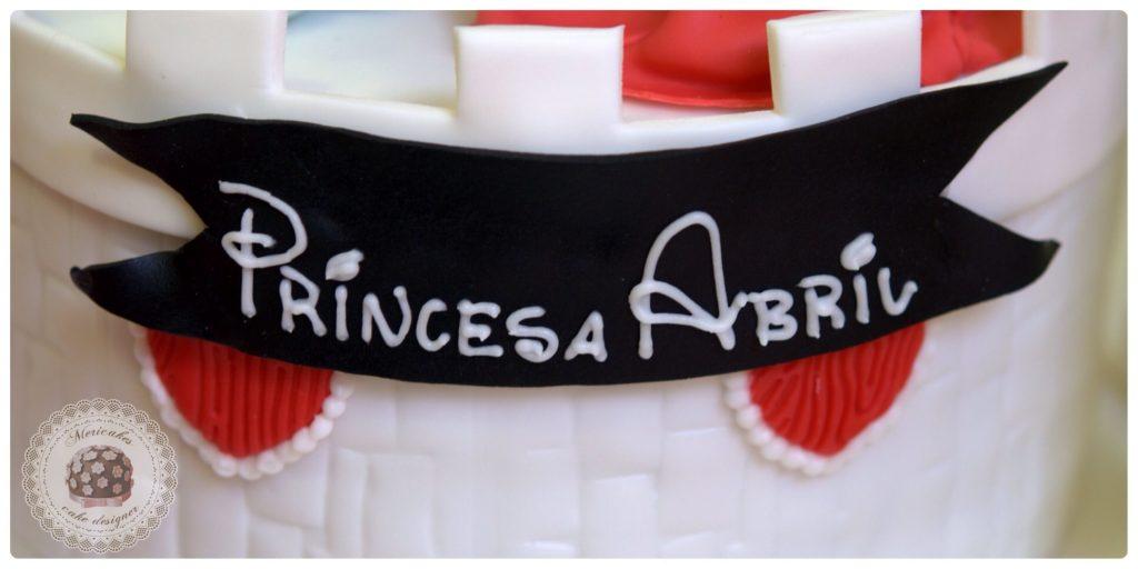 Tarta castillo Disney, Minnie, Mickey, Donald, Daisy, Barcelona, Fondant, mericakes, cake, tartas infantiles, tartas Barcelona, tartas decoradas, tartas fondant, sugarcraft, catle, modelado, repostería creativa.