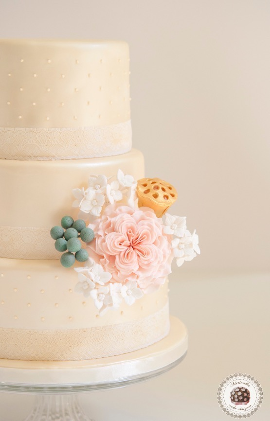 tarta-de-boda-tartas-barcelona-mericakes-fondant-sugarcraft-english-rose-pastel-wedding-cake-barcelona-weddings-dots-lace-hydrangea-sugarflowers