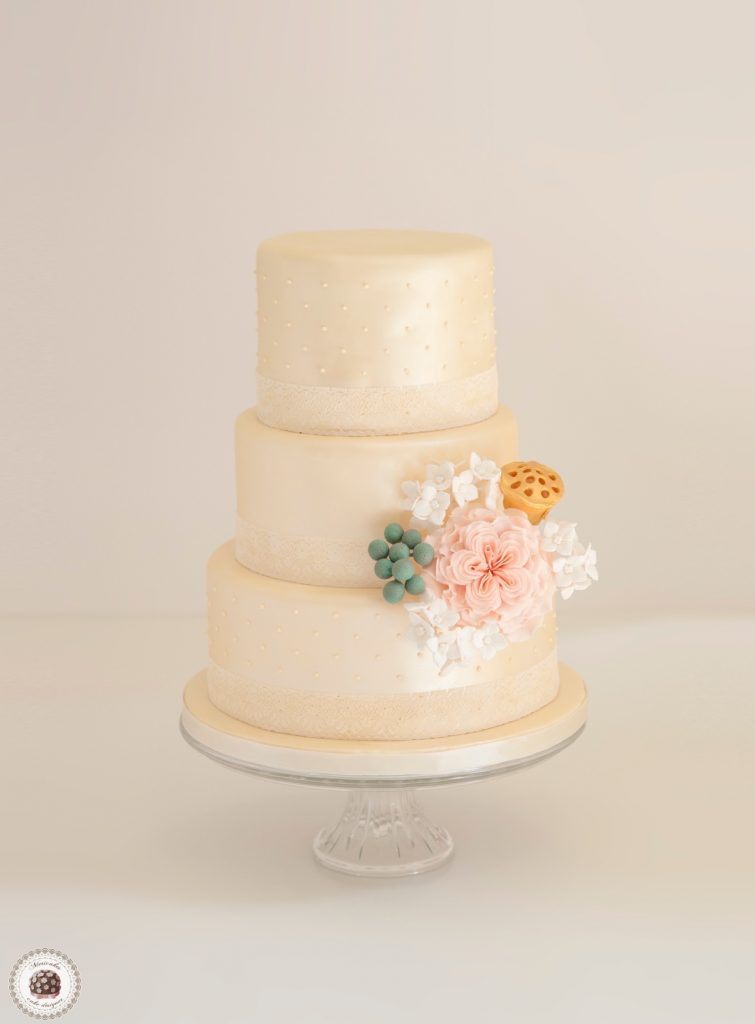 rose-pastel-wedding-cake-barcelona-weddings-dots-lace-hydrangea-sugarflowers