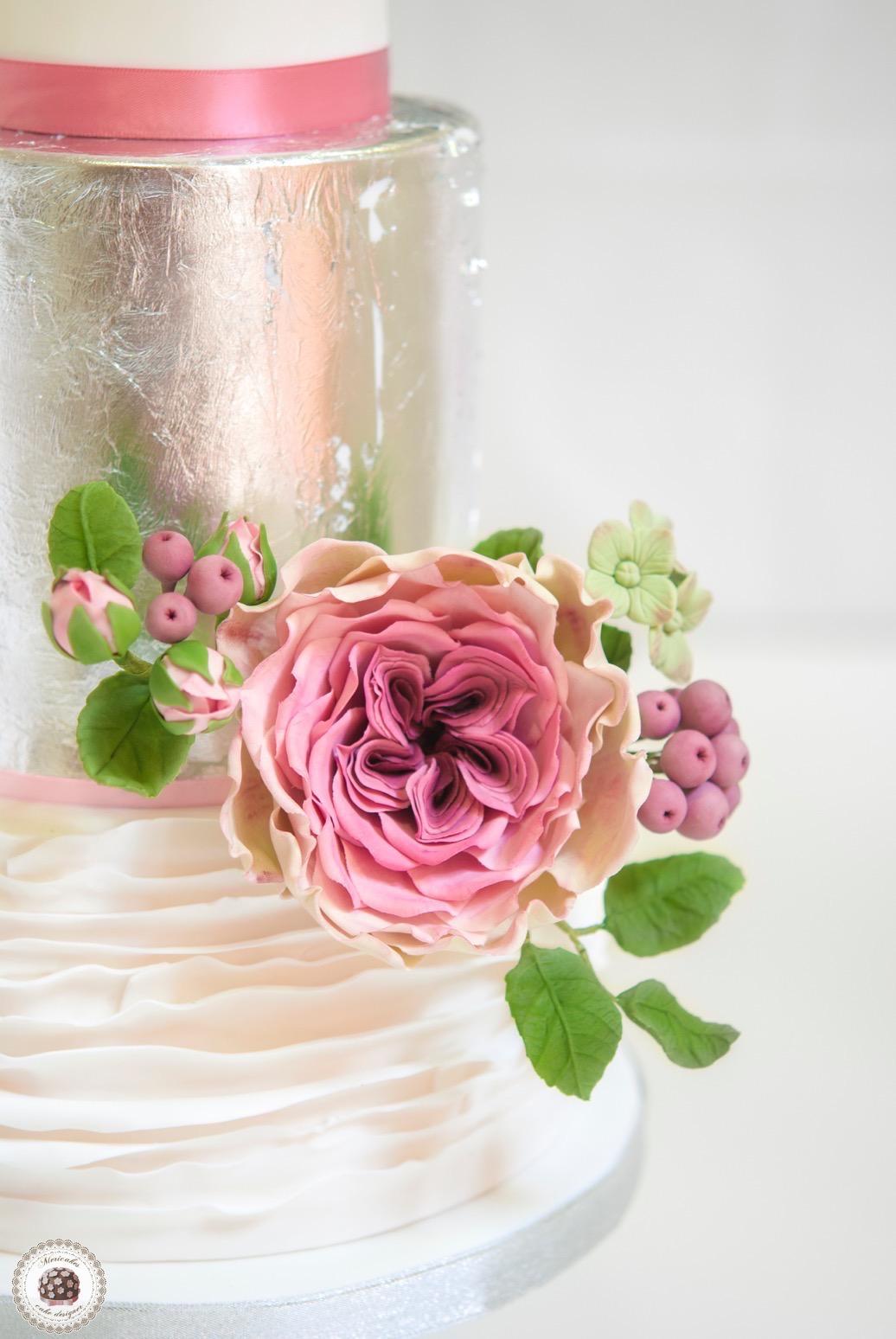master-class-mericakes-tartas-de-boda-curso-fondant-tartas-decoradas-flores-de-azucar-pan-de-plata-ruffle-volantes-barcelona-wedding-cake-bodas-barcelona-wedding-inspiration