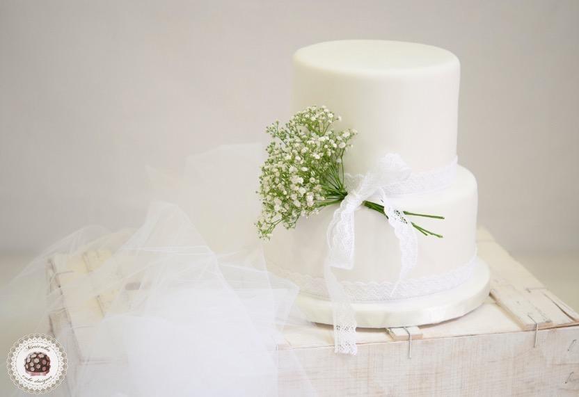 tarta-de-boda-tartas-barcelona-wedding-cake-white-paniculata-encaje-lace-chocolcate-lemon-frutos-del-bosque-semillas-de-amapola-limon-flores-sugarcraft-fondant-masia-la-garriga