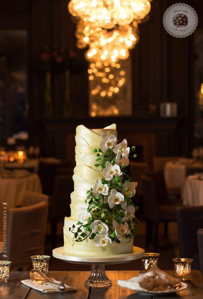 Gaudí, Barcelona, tarta de boda, wedding cake, orchid, mericakes, grupo tragaluz, modernismo, fondant, pastelería, sugar (2)