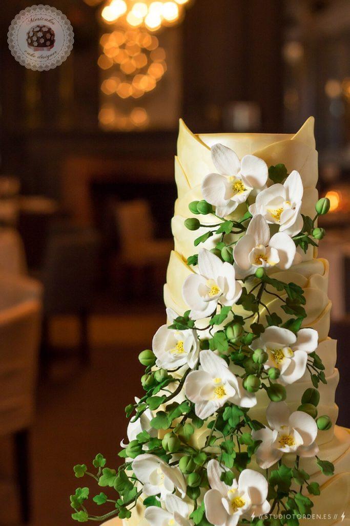 Gaudí, Barcelona, tarta de boda, wedding cake, orchid, mericakes, grupo tragaluz, modernismo, fondant, pastelería, sugar (7)