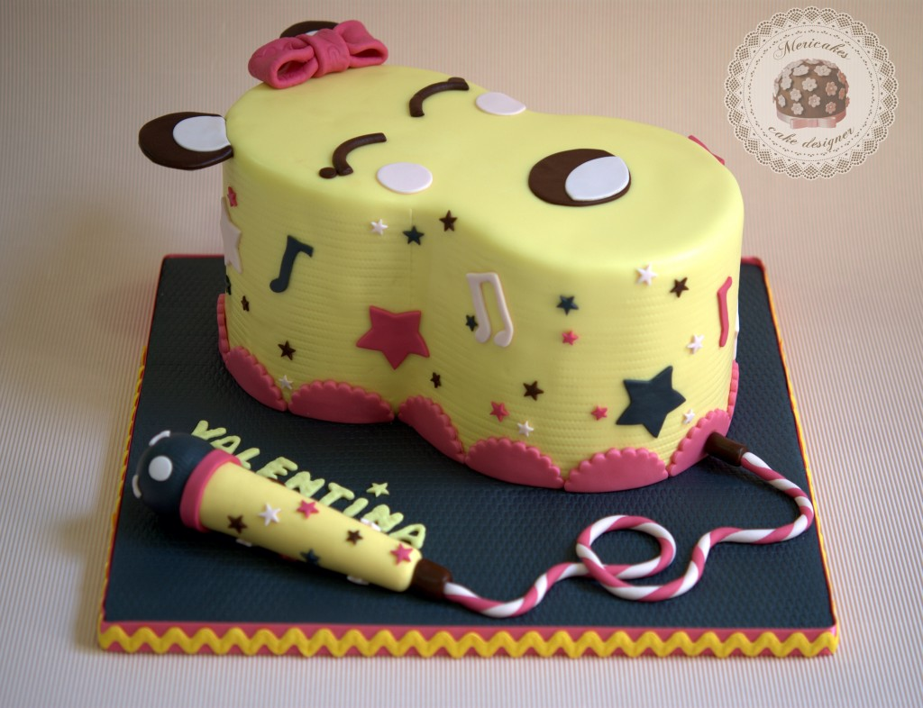 tarta, ocho, kawaii, eight, rainbow cake, micrófono, barcelona, naranja, chocolate, mericakes, fondant, tartas decoradas, tartas fondant, tartas barcelona, ocho, microphone, fucsia, rosa, amarillo, gris, notas musicales, música, estrellas, stars, lazo, cute.