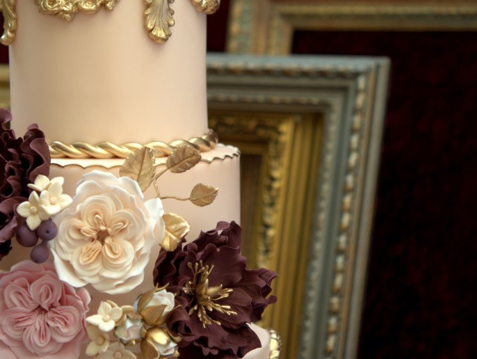 Baroque love, wedding cake, tartas barcelona, tartas decoradas, sugarcraft, sugar flowers, tartas de boda, Marsala, pantone, colour 2015, mericakes, barcelona, tartas fondant, gold, oro, barroco, cake decorating, flores de azúcar, peony, bridal, novia, wedding planner.