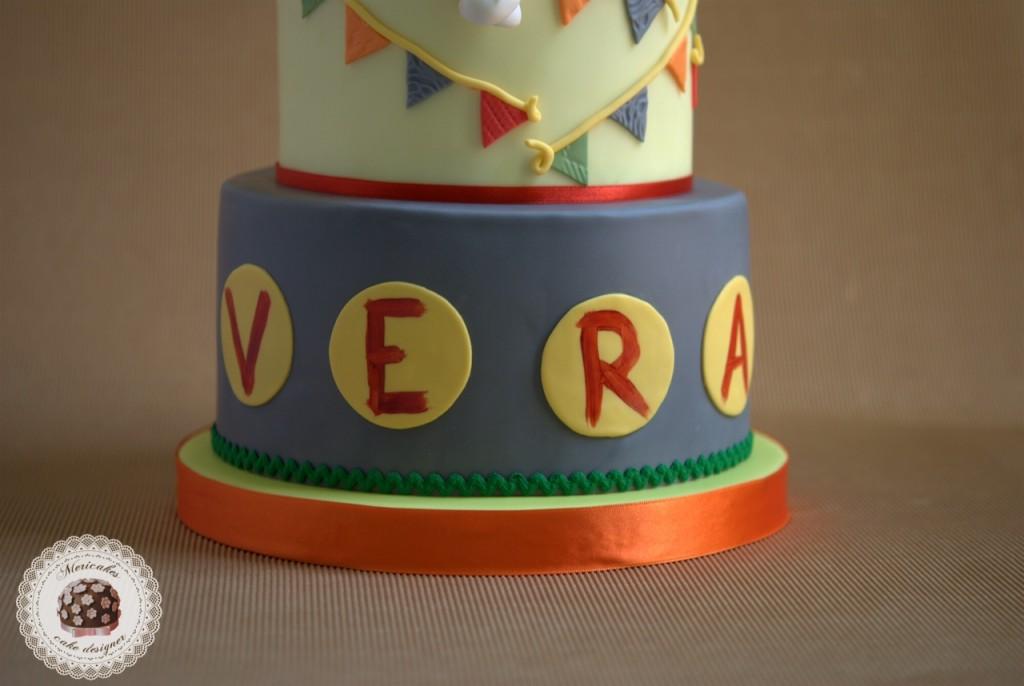 pastis Mic, tarta, Mic, tv3, mericakes, tartas barcelona, modelado, fondant, xocolata, chocolate, banderines, sugarcraft, gerds, frambuesa, mascarpone, tarta de chocolate, tartas infantiles, tartas personalizadas, caracol, cargol, primer aniversari, cumpleaños.