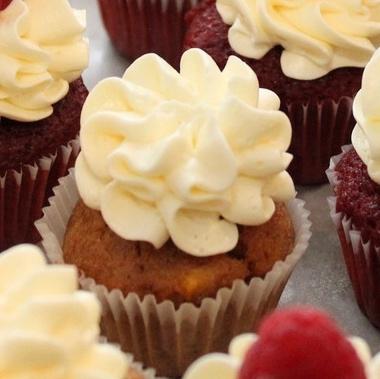 mesa-dulce-sweet-table-miquel-suay-barcelona-novia-bridal-macarons-mericakes-cupcakes-tarta-de-boda-galletas_fotor