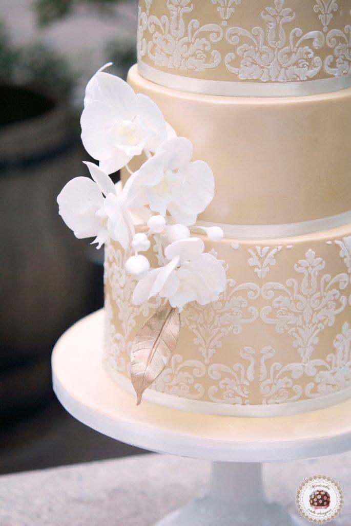 damask-orchid-wedding-cake-tarta-de-boda-mericakes-melia-sky-flores-de-azucar-sugarcraft-fondant-cake-designer-monogram-barcelona-wedding-platano-canela-bridal-satin-12