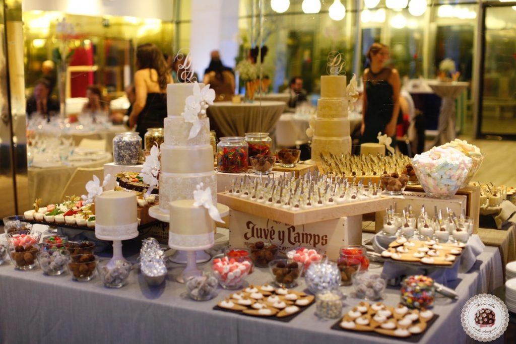damask-orchid-wedding-cake-tarta-de-boda-mericakes-melia-sky-flores-de-azucar-sugarcraft-fondant-cake-designer-monogram-barcelona-wedding-platano-canela-bridal-satin-23