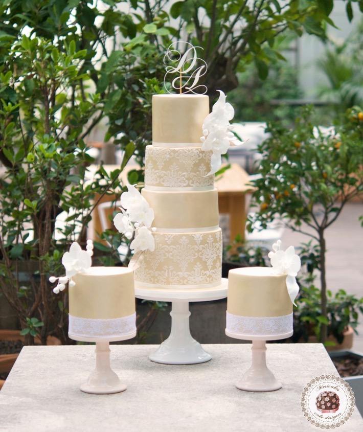 damask-orchid-wedding-cake-tarta-de-boda-mericakes-melia-sky-flores-de-azucar-sugarcraft-fondant-cake-designer-monogram-barcelona-wedding-platano-canela-bridal-satin-59