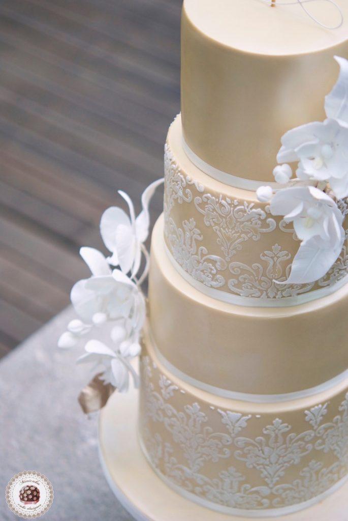 damask-orchid-wedding-cake-tarta-de-boda-mericakes-melia-sky-flores-de-azucar-sugarcraft-fondant-cake-designer-monogram-barcelona-wedding-platano-canela-bridal-satin-t5