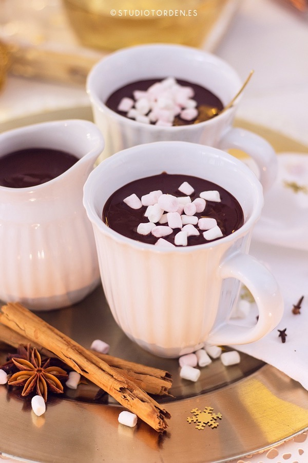 mericakes-torden-maria-lunarillos-mesa-dulce-sweet-tbale-dessert-table-fruit-cake-cinnamon-rolls-eclairs-cupcakes-barcelona-christmas-navidad9