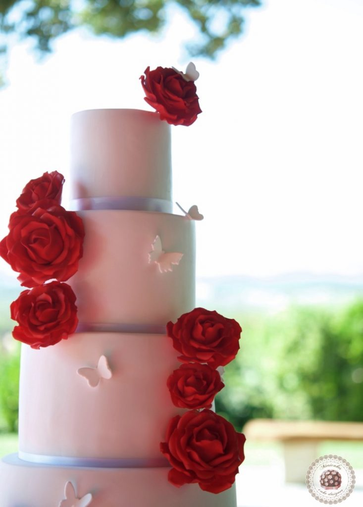 red-roses-wedding-cake-tartas-de-boda-pastel-rosas-bridal-cake-mericakes-real-wedding-barcelona-wedding-mas-de-sant-llei-sugar-flowers-cake-designer