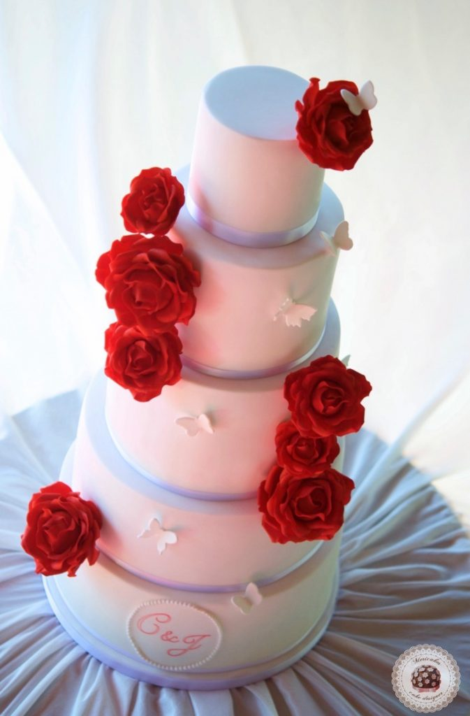 red-roses-wedding-cake-tartas-de-boda-pastel-rosas-bridal-cake-mericakes-real-wedding-barcelona-wedding-mas-de-sant-llei-sugar-flowers-cake-designerbutterflies