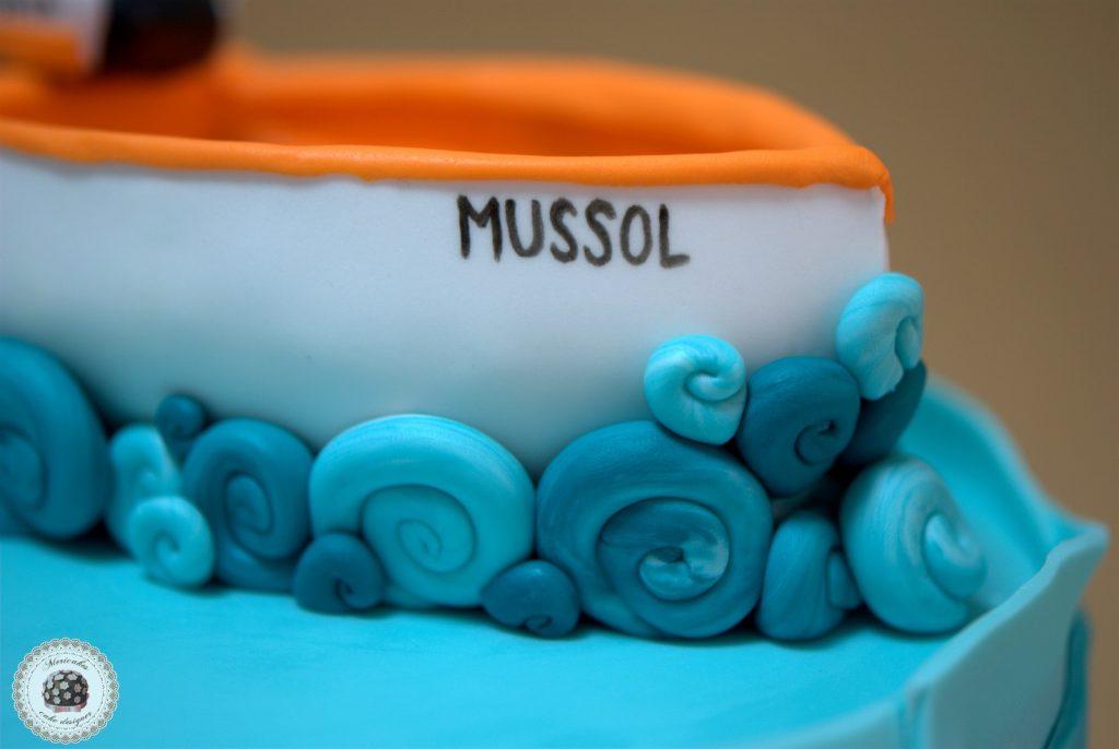 tarta-barca-boat-cake-pastel-mericakes-barcelona-tartas-personalizadas-fondant-vaixell-cumpleanos-reposteria-creativa-sugarcraft-ruffle-ombree-cake-degradado-2