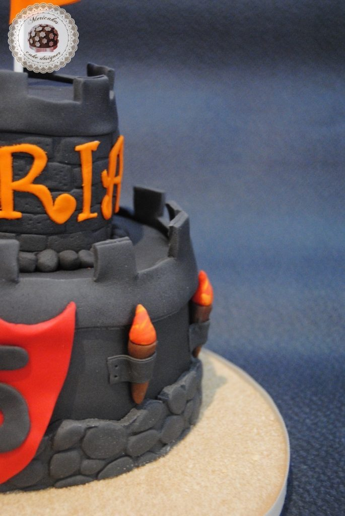 tarta-castillo-castle-medieval-pastel-cake-tartas-infantiles-sugarcraft-fondant-mericakes-barcelona-tartas-barcelona-tartas-personalizadas