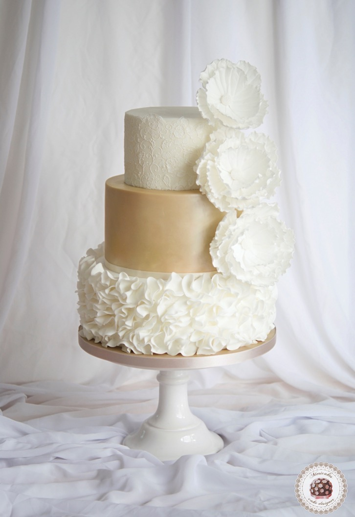 wedding-cake-tarta-de-boda-mericakes-lace-ruffle-barcelona-bridal-dress-sugarcraft-fondant-peony-chocolatefondant
