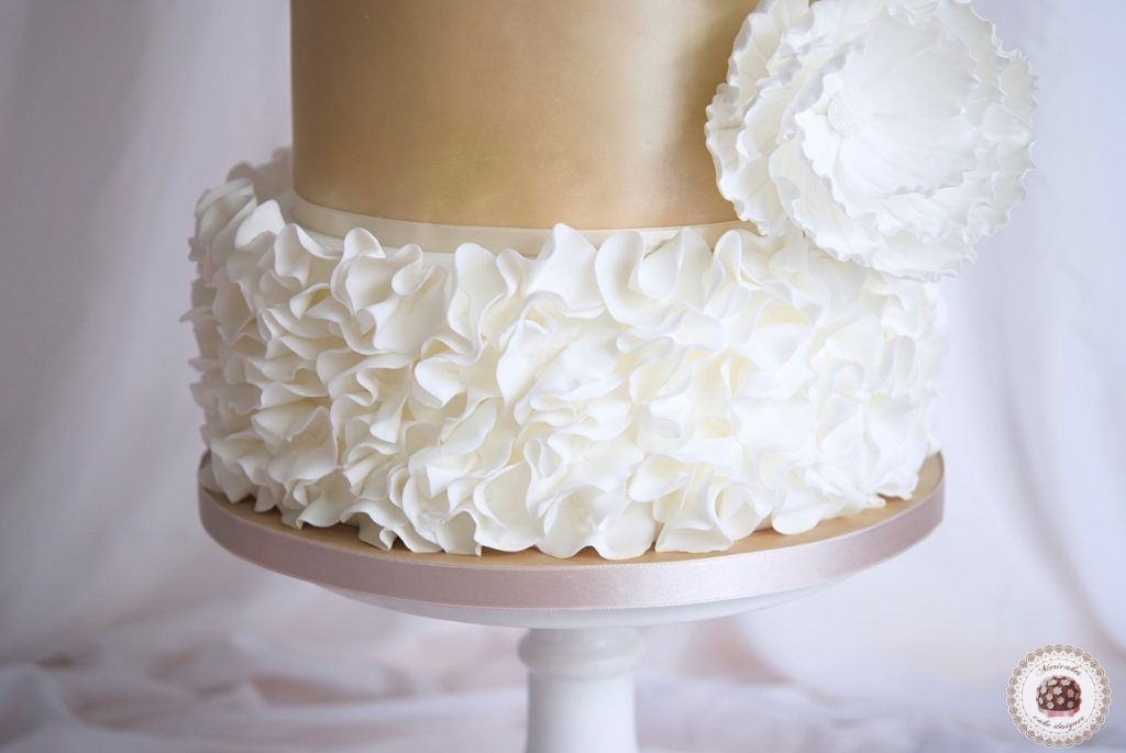 wedding-cake-tarta-de-boda-mericakes-lace-ruffle-barcelona-bridal-dress-sugarcraft-fondant-peony-chocolatefondant10