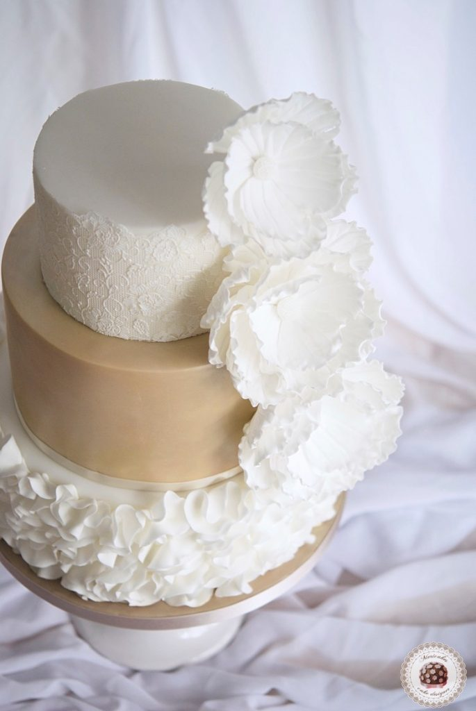 wedding-cake-tarta-de-boda-mericakes-lace-ruffle-barcelona-bridal-dress-sugarcraft-fondant-peony-chocolatefondant6