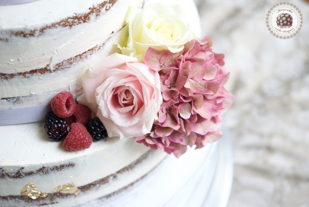 wedding-cake-tarta-de-boda-semi-naked-cake-mericakes-barcelona-bell-reco-tavola-fresh-flowers-almond-cake-wedding-inspiration-10
