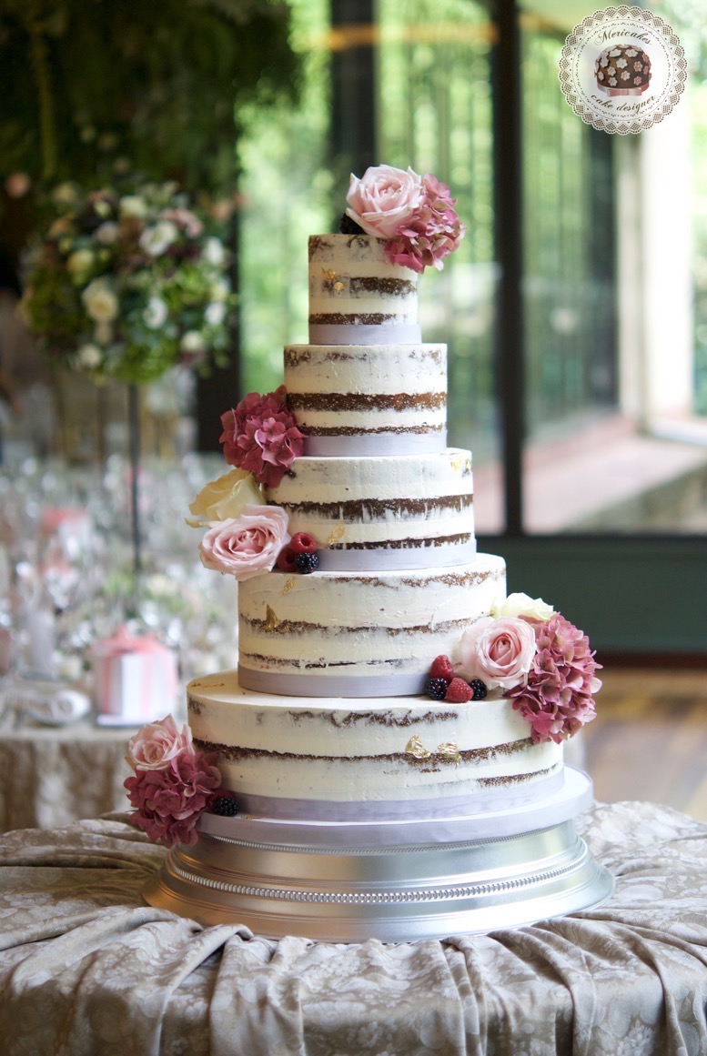 wedding-cake-tarta-de-boda-semi-naked-cake-mericakes-barcelona-bell-reco-tavola-fresh-flowers-almond-cake-wedding-inspiration-2