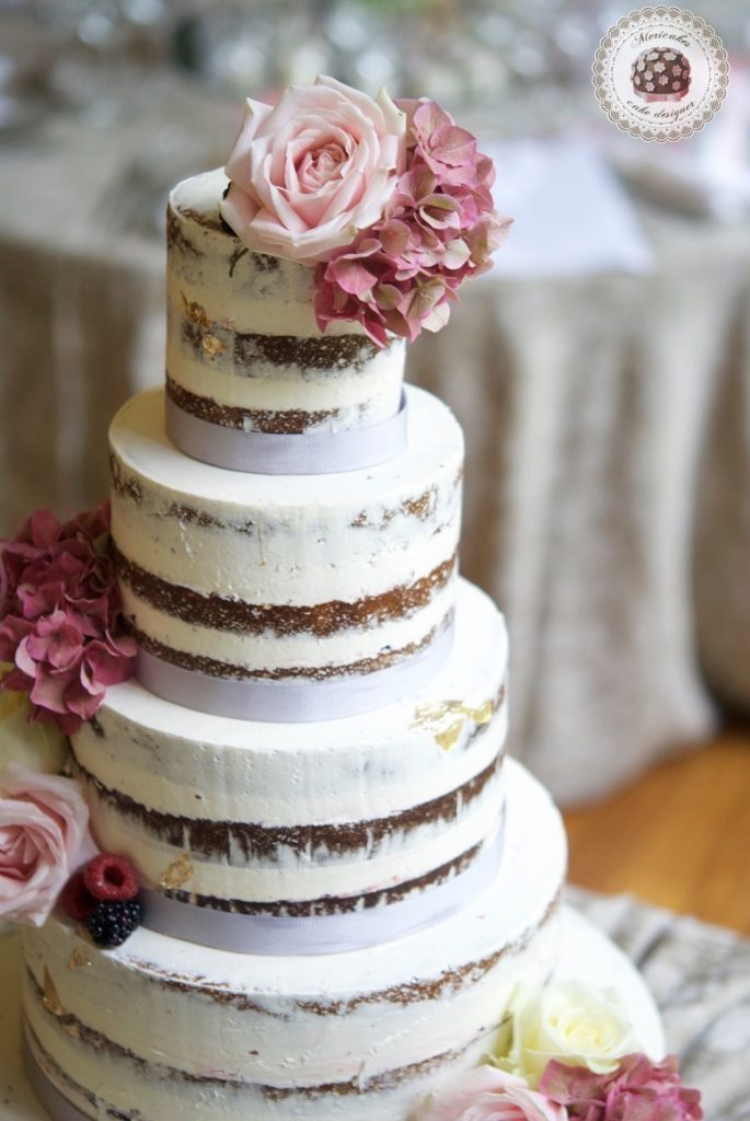 wedding-cake-tarta-de-boda-semi-naked-cake-mericakes-barcelona-bell-reco-tavola-fresh-flowers-almond-cake-wedding-inspiration-6