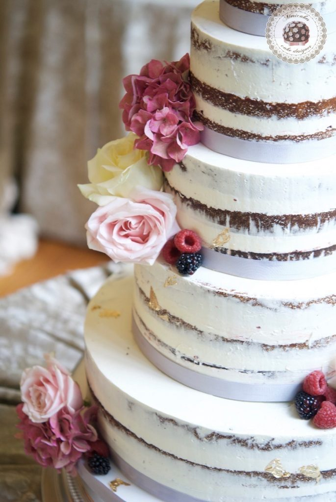 wedding-cake-tarta-de-boda-semi-naked-cake-mericakes-barcelona-bell-reco-tavola-fresh-flowers-almond-cake-wedding-inspiration-9