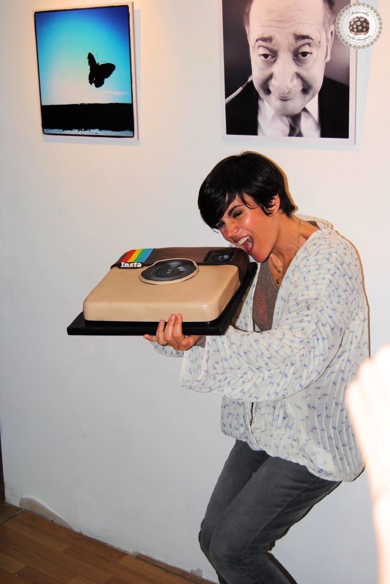 instagram-cake-tarta-mericakes-barcelona-fondant-chocolate-frambuesas-barcelona-fotografia-agnes-busquets-tartas-barcelona-tartas-personalizadas-logo-cake-decorating-sugarcraft