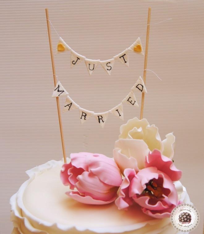 lace-encaje-pastel-tarta-de-pisos-tarta-tarta-de-boda-ruffle-volantes-tulipanes-tulip-sugarflowers-flores-de-azucar-sugarcraft-sugar-art-gum-paste-white-bridal-wedding-cake-2_fotor