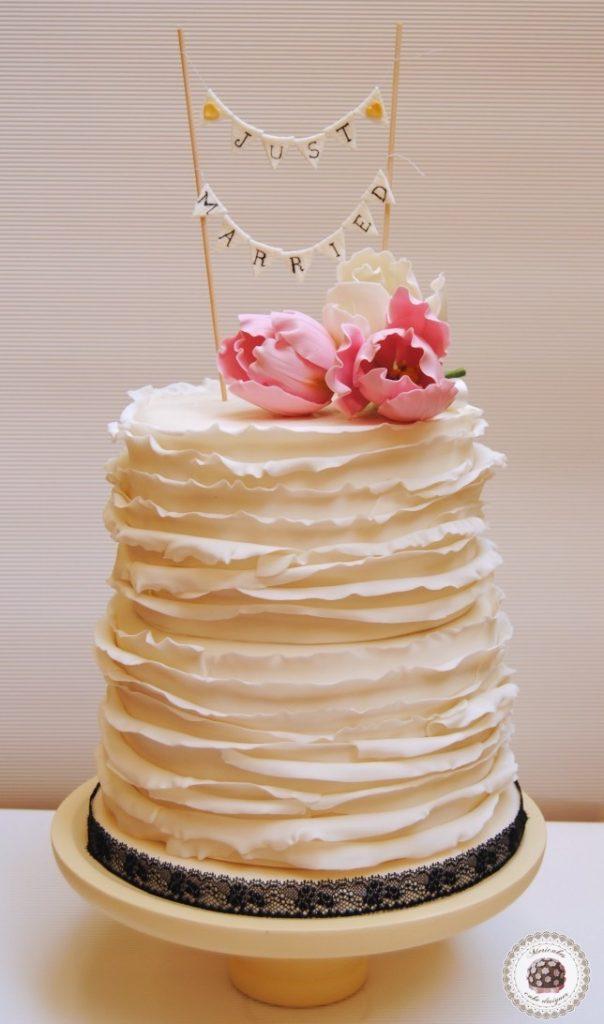 ruffle & tulips weddig cake1