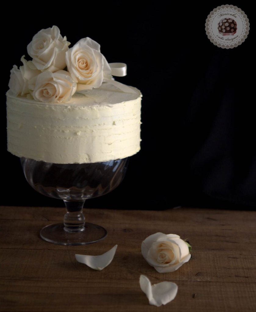 layer-cake-naked-cake-wedding-cake-bodas-barcelona-mericakes-tarta-de-boda-white-cake-roses-barcelona-wedding-3