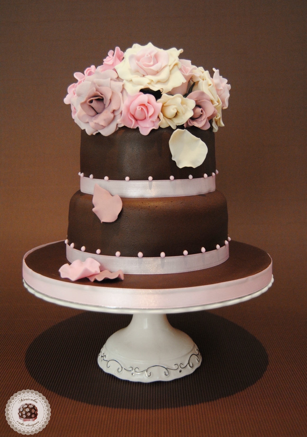 tarta-boda-wedding-cake-mericakes-barcelona-novios-fondant-rosas-chocolate-red-velvet-bouquet