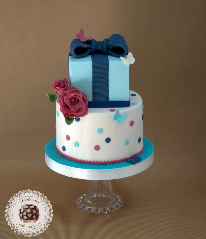 tarta-caja-regalo-bow-lazo-mericakes-reposteria-creativa-sugarcraft-pastel-barcelona-mariposas-fondant