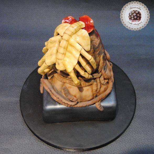 tarta-cake-alien-facehugger-egg-huevo-nata-fresas-wedding-mericakes-barcelona-fondant-pasta-de-goma-2