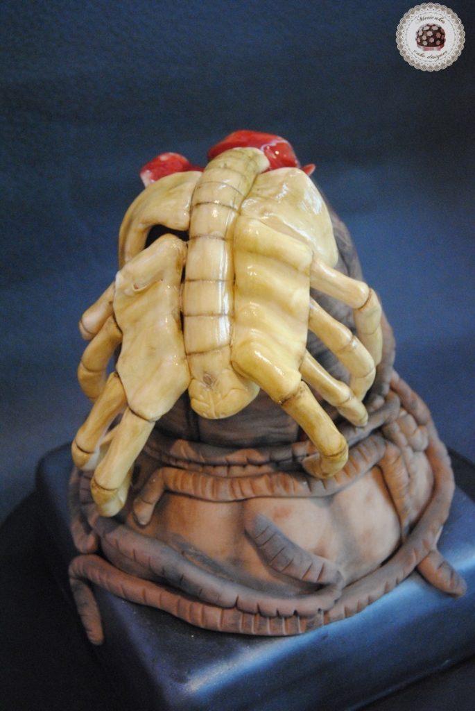 tarta-cake-alien-facehugger-egg-huevo-nata-fresas-wedding-mericakes-barcelona-fondant-pasta-de-goma-4