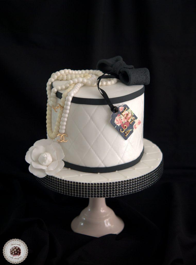 tarta-chanel-cake-birthday-camelia-perlas-box-barcelona-fondant-red-velvet-mericakes-tartas-decoradas-reposteria-creativa-1
