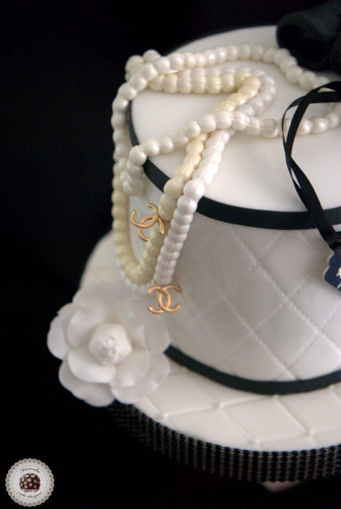 tarta-chanel-cake-birthday-camelia-perlas-box-barcelona-fondant-red-velvet-mericakes-tartas-decoradas-reposteria-creativa-2