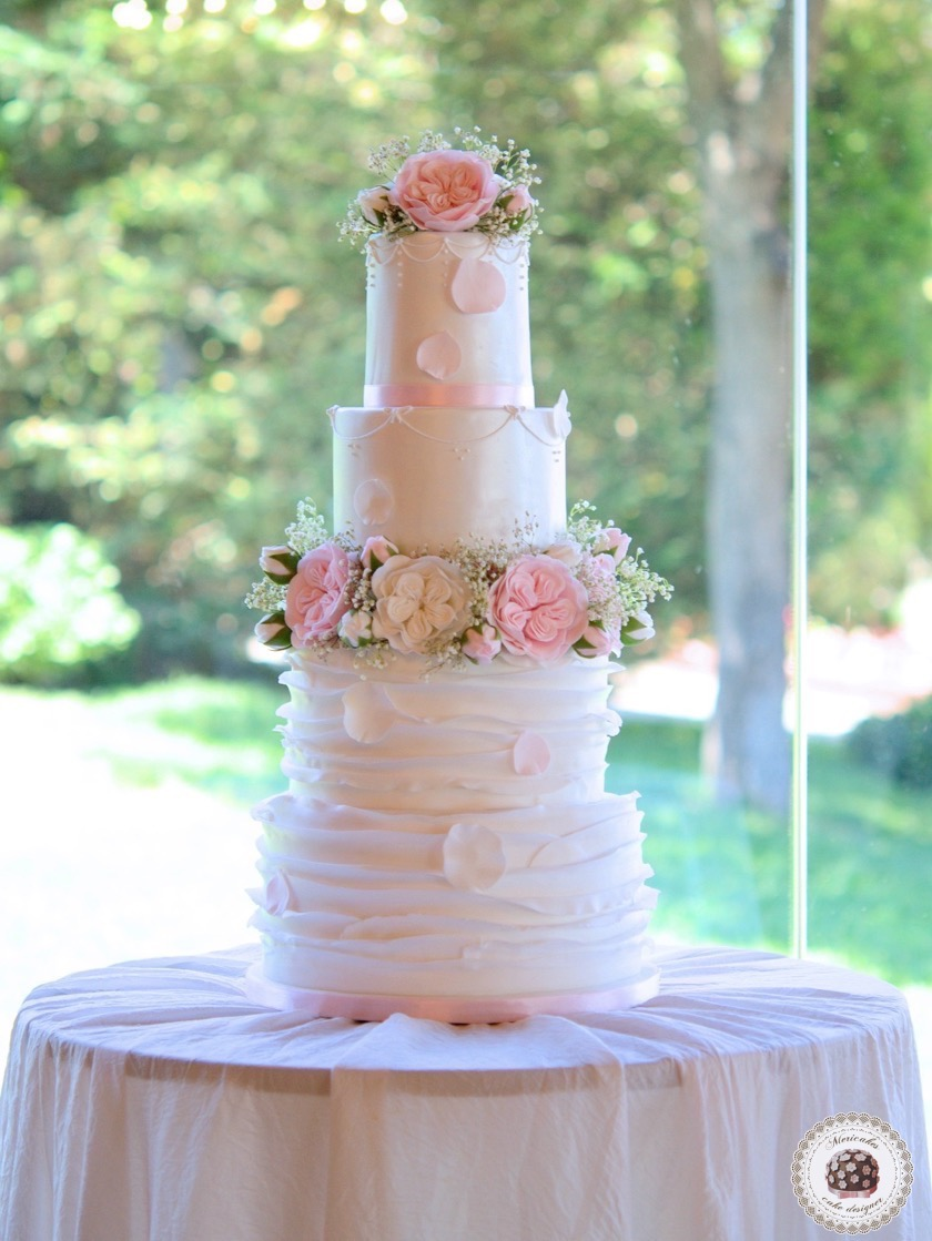 tarta-de-boda-wedding-cake-romantic-roses-sugarflowers-mericakes-mas-de-sant-llei-barcelona-weddings-english-roses-ruffle-wedding-inspiration