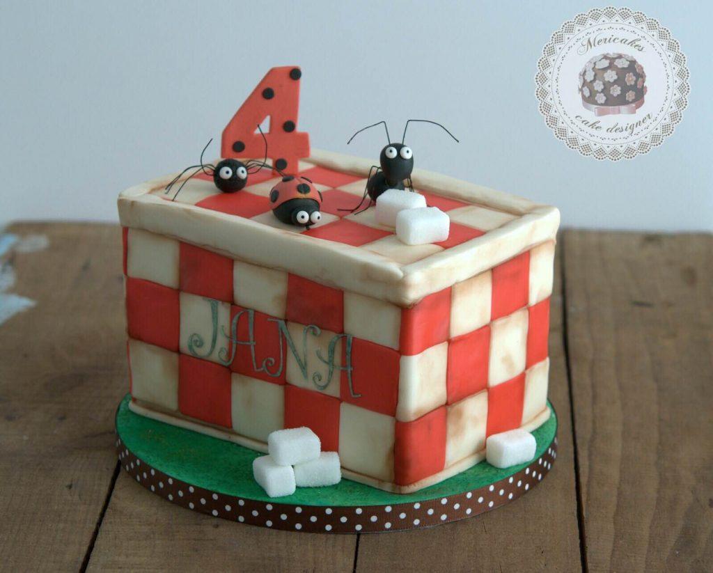 tarta-infantil-minusculos-barcelona-lady-bug-el-valle-de-las-hormigas-perdidas-barcelona-mericakes-fondant-antz-tartas-decoradas