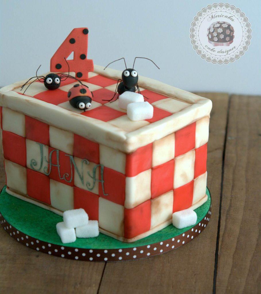 tarta-infantil-minusculos-barcelona-lady-bug-el-valle-de-las-hormigas-perdidas-barcelona-mericakes-fondant-antz-tartas-decoradas-2