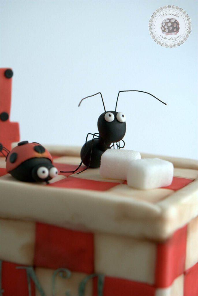 tarta-infantil-minusculos-barcelona-lady-bug-el-valle-de-las-hormigas-perdidas-barcelona-mericakes-fondant-antz-tartas-decoradas-4