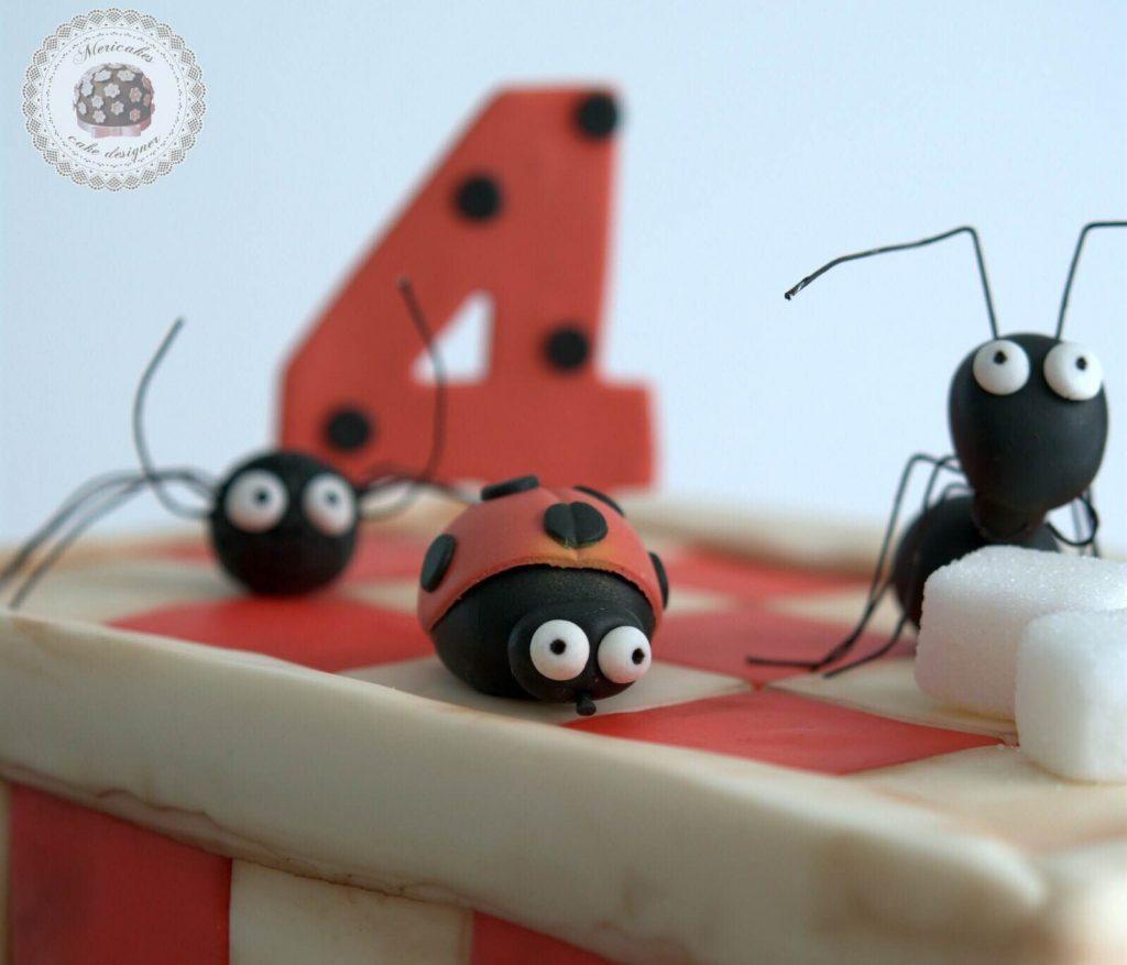 tarta-infantil-minusculos-barcelona-lady-bug-el-valle-de-las-hormigas-perdidas-barcelona-mericakes-fondant-antz-tartas-decoradas-7