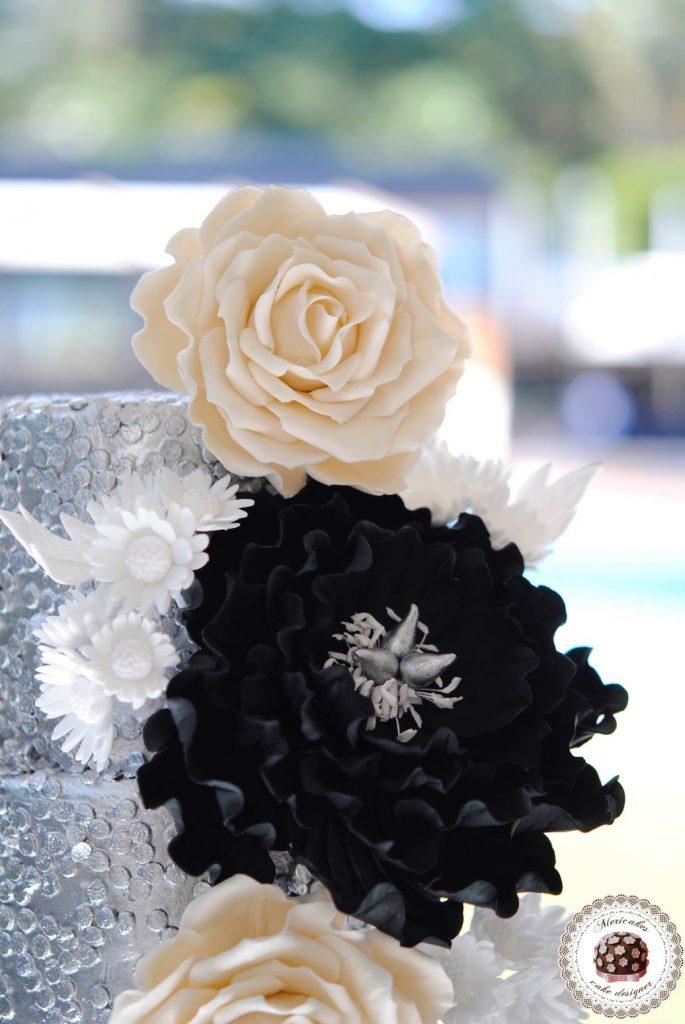 wedding-cake-mericakes-cake-designer-sugarart-fairmont-hotel-fondant-silver-lentejuelas-rose-peony-black-white-barcelona-bridal-cake-chocolate-red-velvet-1