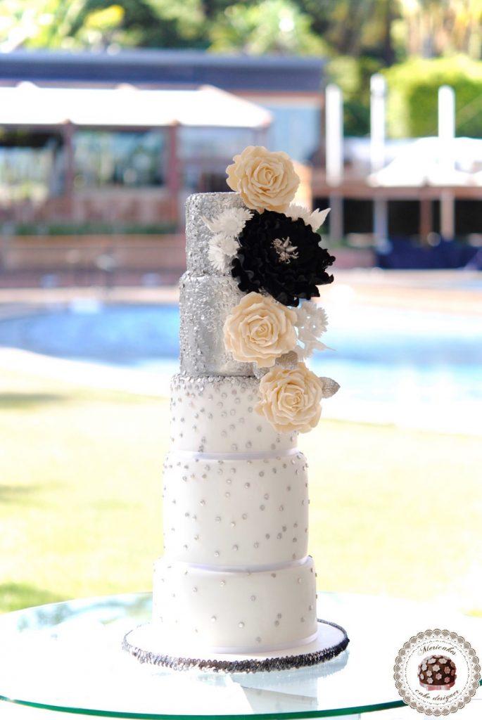 wedding-cake-mericakes-cake-designer-sugarart-fairmont-hotel-fondant-silver-lentejuelas-rose-peony-black-white-barcelona-bridal-cake-chocolate-red-velvet1