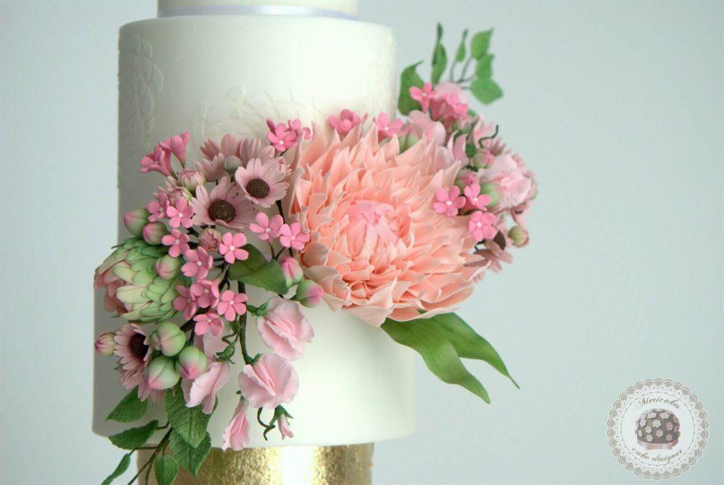 wedding-cake-spring-blooms-mericakes-barcelona-tarta-de-boda-gold-leaf-sugar-flowers-dahlia-sweet-pea-fondant-daisy-10