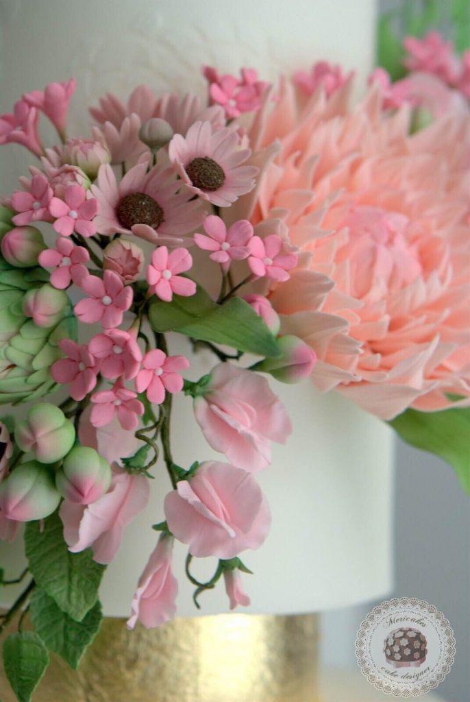 wedding-cake-spring-blooms-mericakes-barcelona-tarta-de-boda-gold-leaf-sugar-flowers-dahlia-sweet-pea-fondant-daisy-7