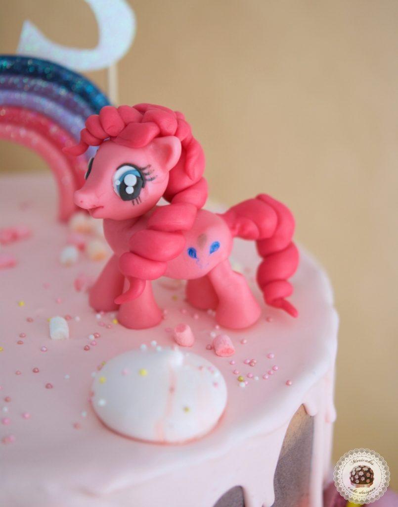 drip-cake-tartas-decoradas-my-little-pony-pinkie-pie-mi-pequeno-pony-mericakes-chocolate-meringue-kisses-pink-cake-pastel-de-cumpleanos-tartas-personalizadas-reposteria-creativa-1